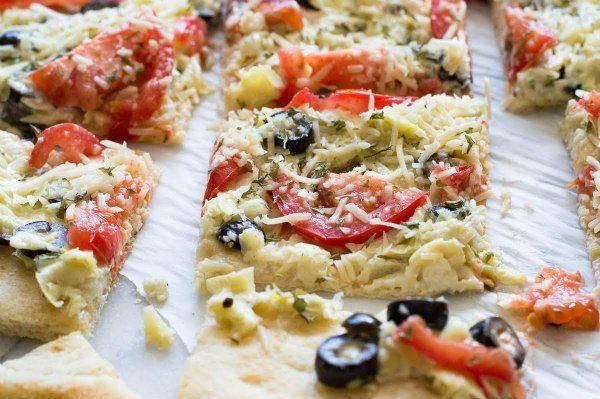 Easy Artichoke Pizza Bites Recipe - from RecipeGirl.com