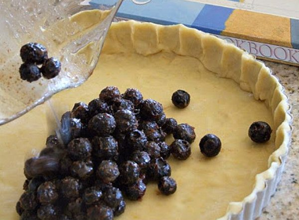 How to Make a Blueberry Raspberry Tart
