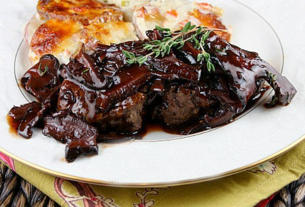 filet mignon with mushroom cabernet sauce