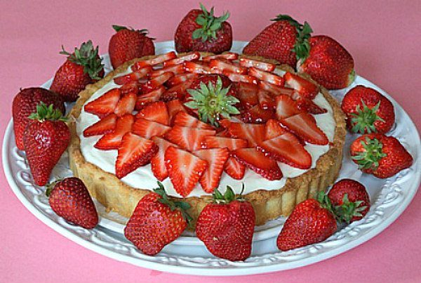 Strawberry and White Chocolate Mousse Tart - recipe from RecipeGirl.com
