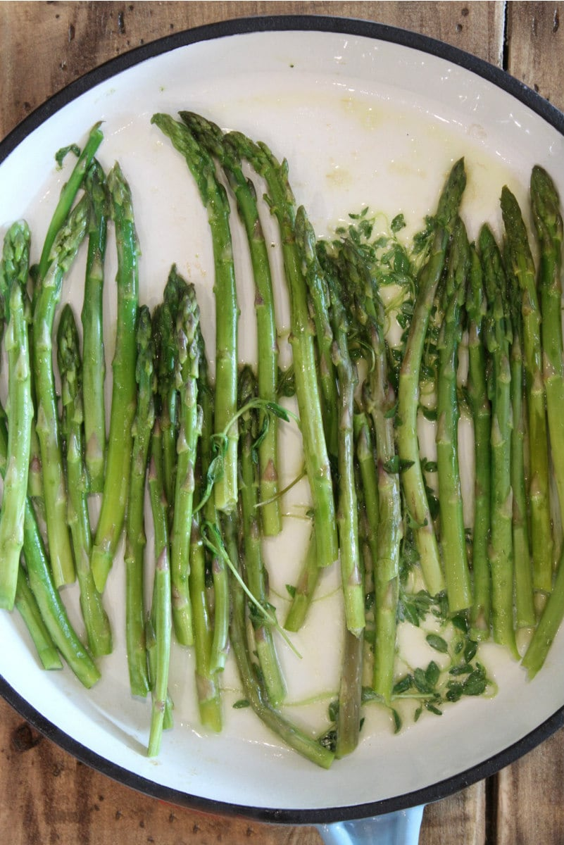 Pan Roasted Asparagus with fresh thyme