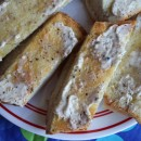 Peppery-Grilled-Garlic-Bread