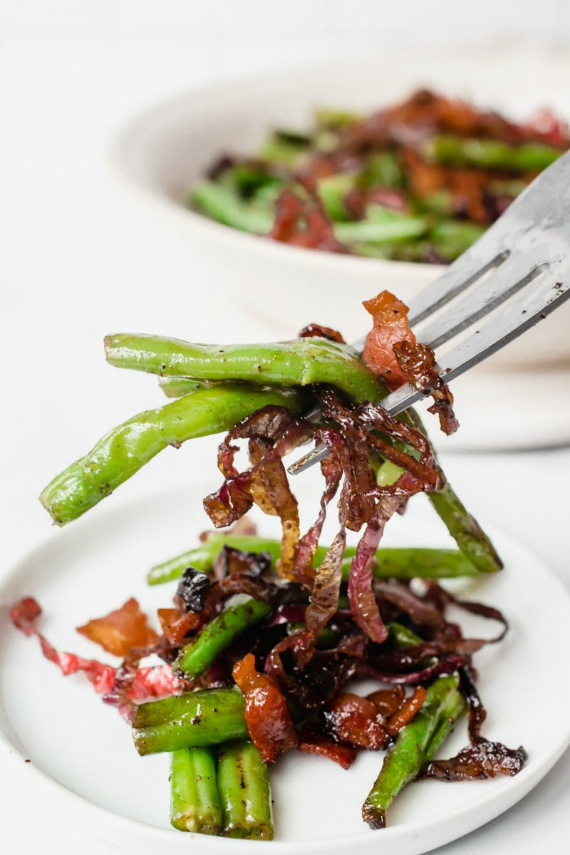 eating green beans with bacon and onions