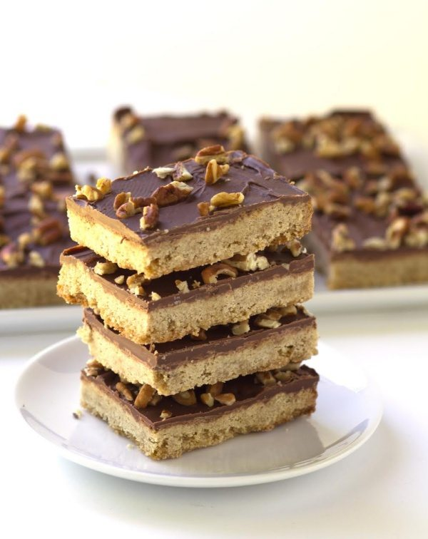 Chocolate Chunk Butter Pecan Bars recipe - from RecipeGirl.com