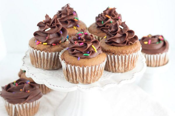 Easy Moist Chocolate Cupcakes