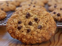 Lowfat Chocolate Chip Oatmeal Cookies