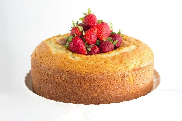 Classic Vanilla Pound Cake recipe - by RecipeGirl.com