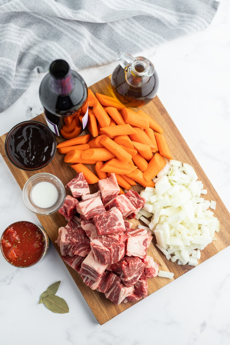 ingredients displayed for beef stew with red wine