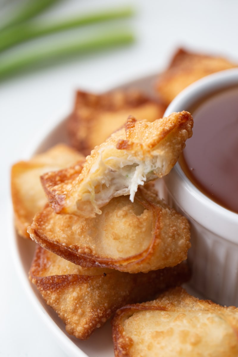 crab and cream cheese wontons with sauce