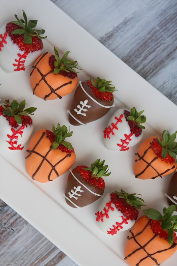 Fathers Day Recipes - Chocolate Covered Strawberries | Homemade Recipes http://homemaderecipes.com/holiday-event/18-fathers-day-recipes-for-dads-with-a-sweet-tooth