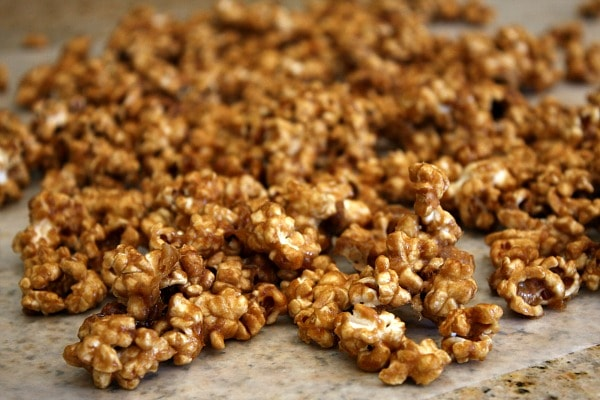 How to Make Caramel Corn : let it cool