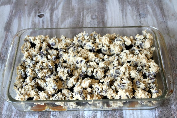 Oreo and Caramel Stuffed Chocolate Chip Cookie Bars 6