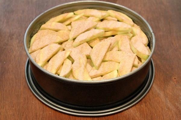 Making an Apple Pie Cake