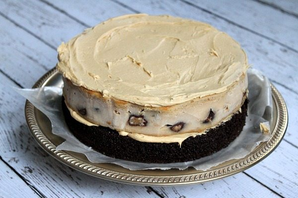 How to Make a Chocolate Peanut Butter Cup Cheesecake Cake