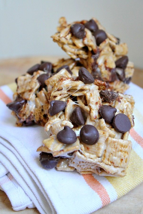 On my Culinary Covers blog this week, I shared S'MORES CEREAL BARS ...