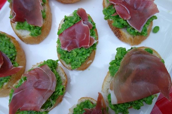 Sweet Pea Crostini with Prosciutto 2
