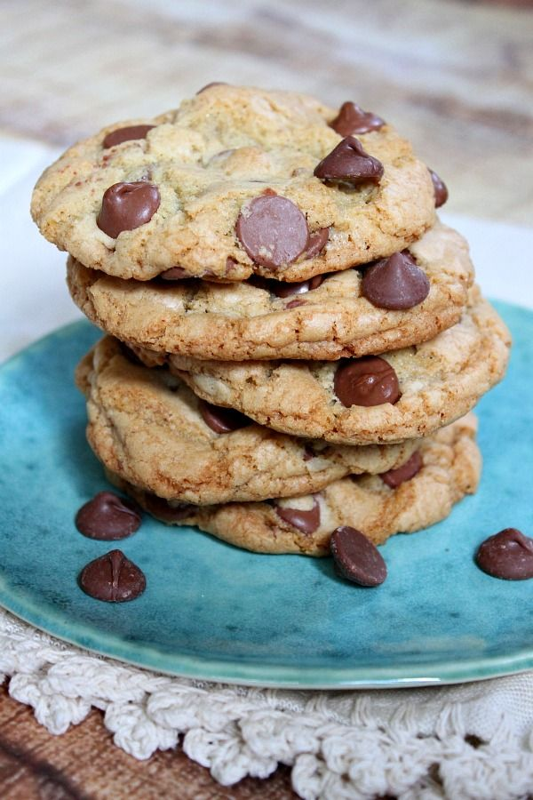 Big Chewy Chocolate Chip Cookies