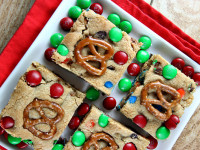 M&M Pretzel Blondies