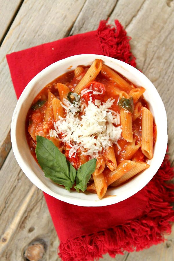 Easy One Pot Caprese Pasta Recipe - RecipeGirl.com