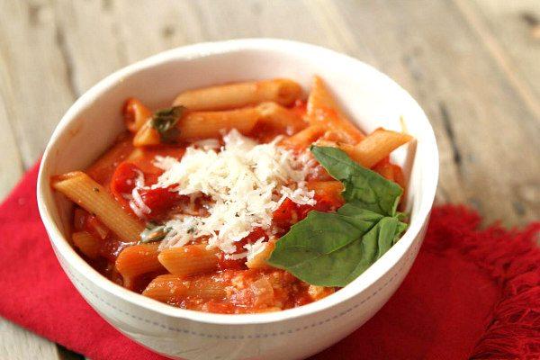 Easy One Pot Caprese Pasta