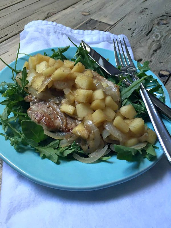 Pork Chops with Spiced Apples: Whole 30