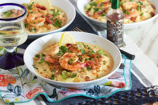 bowl of cheesy shrimp and grits