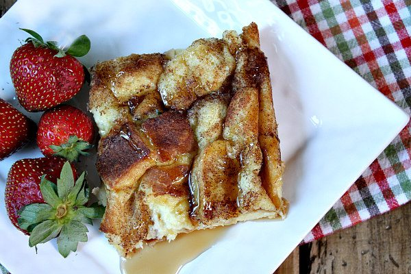 Easy Classic French Toast Casserole recipe - from RecipeGirl.com.  This is the perfect holiday breakfast casserole- always a bit hit!