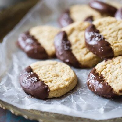 Soft Almond Butter Cookies with Dark Chocolate and Sea Salt by @bakingamoment
