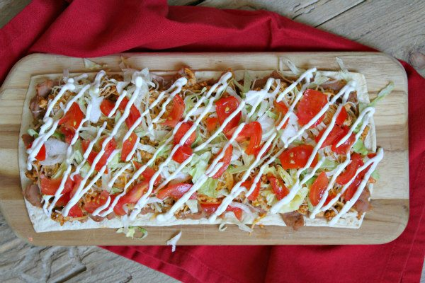 Skinny Taco Pizza - recipe from RecipeGirl.com : Weight Watchers SmartPoints included