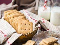 Homemade Graham Crackers by @bakingamoment