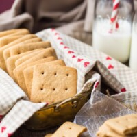 Homemade Graham Crackers by @bakingamoment