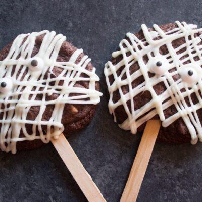 Mummy Cookie Pops, chocolate cookie pops, halloween cookie pops