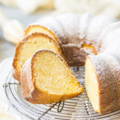 Lemon Pound Cake Bundt by @bakingamoment