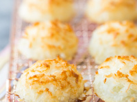 Macaroons by @bakingamoment