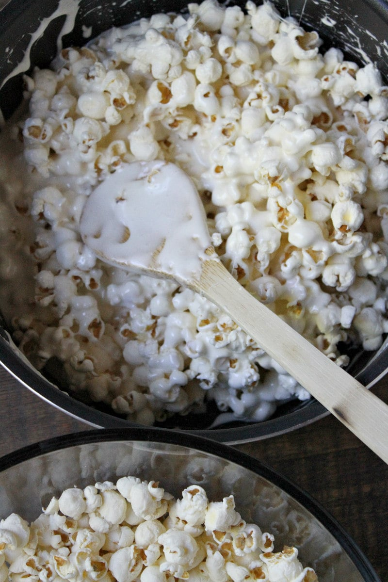 How to make a Holiday Marshmallow Popcorn Cake