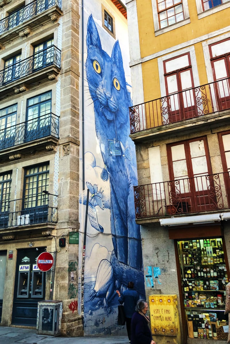 Giant cat wall mural in Porto, Portugal