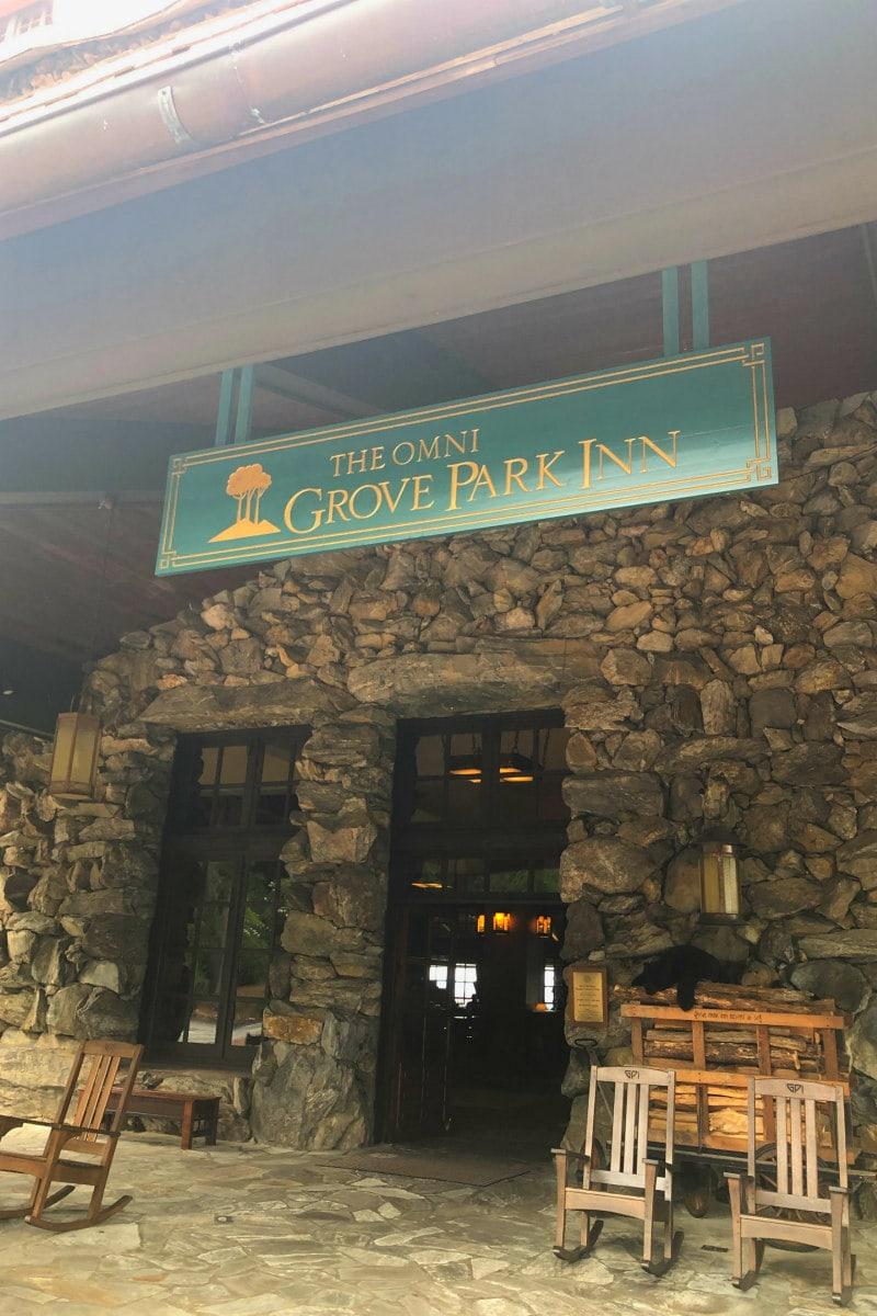 entrance to Omni Grove Park Inn