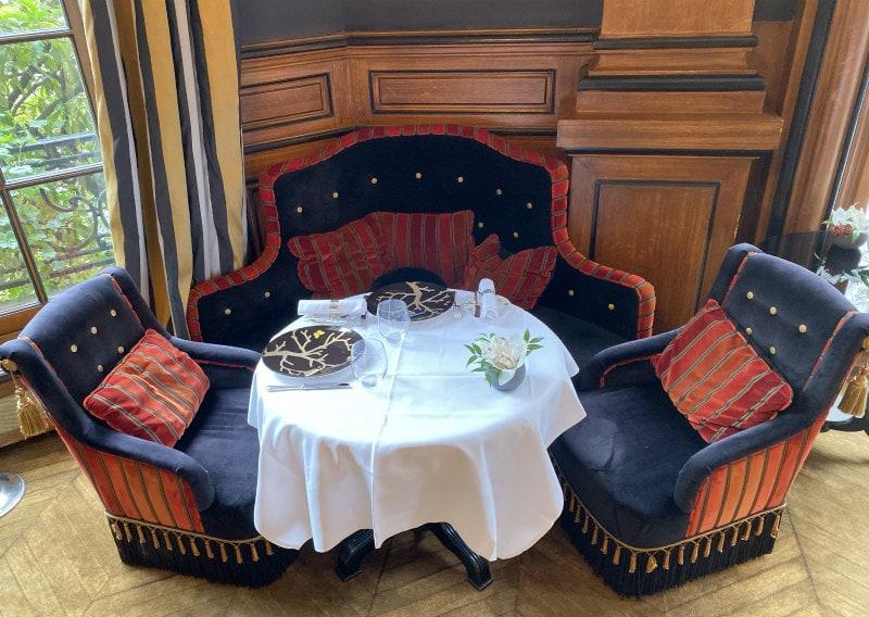Restaurant Seating in Saint James Paris