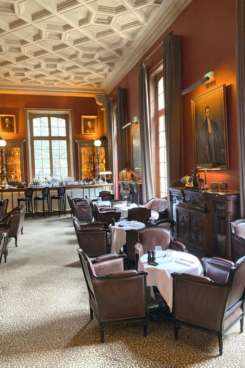 bar at Saint James Paris