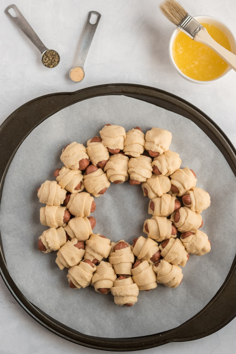 pigs in blanket formed in a ring