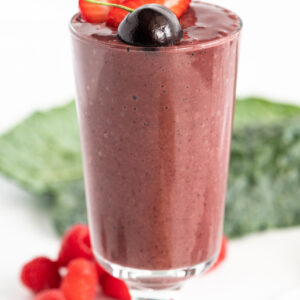 pinterest image for berry detox smoothie